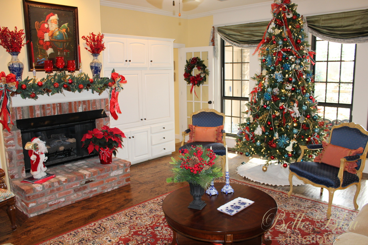 Christmas living room tour belle bleu interiors for Living room xmas decorations